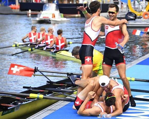 La felicidad de los remeros suizos Mario Gyr, Simon Schuerch, Simon Niepmann y Lucas Tramer.
