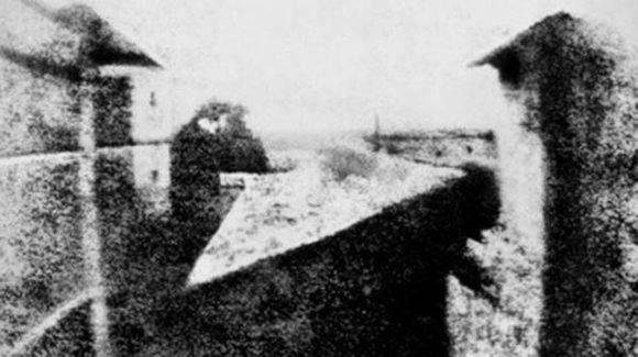 La primera foto de la historia, de Joseph Nicéphore Niépce.