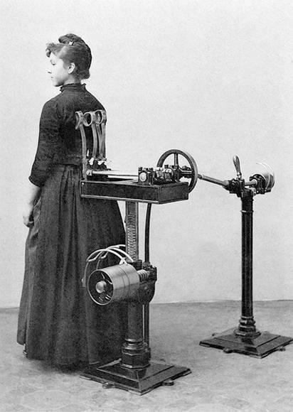 Masaje de espalda y columna. Foto: Digital Museum.