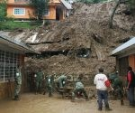 En Xalapa, el fenómeno 'Earl' dejó tres viviendas colapsadas y dos personas resultaron lesionadas. Foto: Sergio Hernández.
