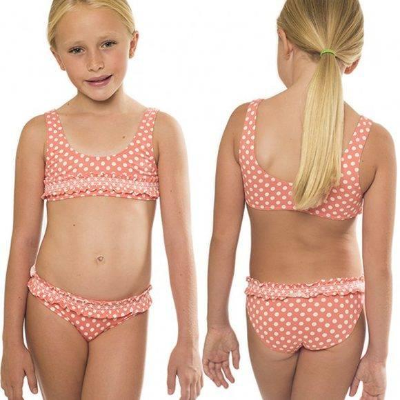 Los expertos se cuestionan si las niñas deberían usar bikinis.