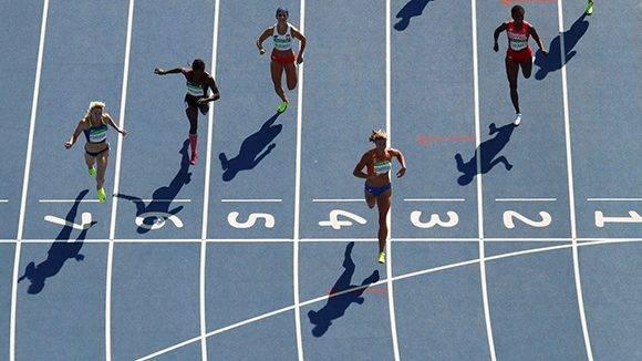 La holandesa Dafne Schippers ganó el primer heat de cuartos de final de los 200 m.