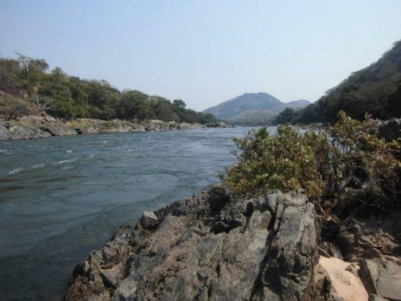 Rio Kwansa, provincia Kwansa Norte, Angola. Foto tomada por colaboradores médicos en Angola. Municipio Cambambe, Kwansa Norte. Foto: Dr Iran Verdecia Montano / Cubadebate