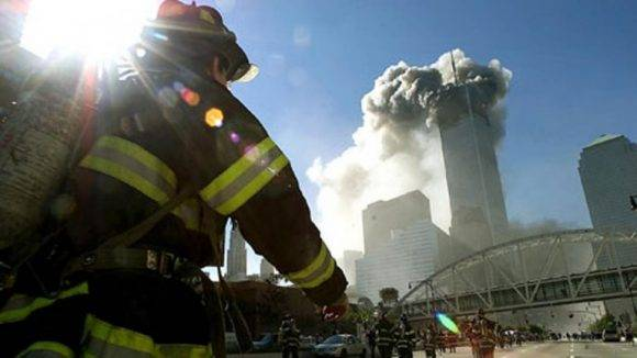 Socorrista en el atentado al World Trade Center. Foto tomada de Infobae.