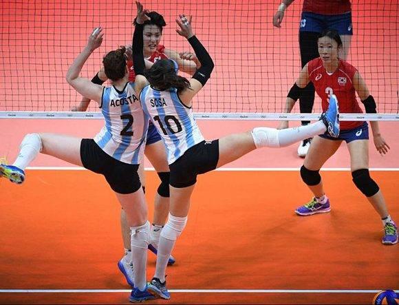 Tanya Acosta y Emilce Sosa, del equipo de Argentina de voleibol.