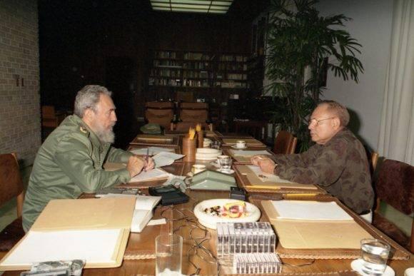 Tomás Borges entrevista a Fidel en 1992. Foto: Estudios Revolución / Archivo del Sitio Fidel Soldado de las Ideas