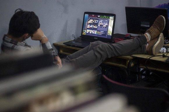 Largas jornadas vivieron los gamers durante los dos días de competencias. El primer día estuvieron jugando hasta las cuatro de la madrugada. (Fernando Medina / Cachivache Media)