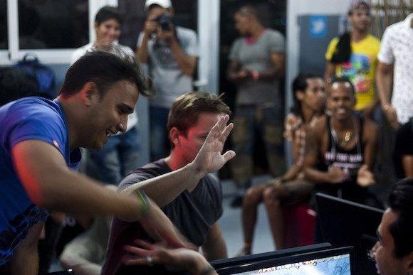 Los integrantes del DK Reborn obtuvieron la victoria en el primer torneo de Dota 2 jugado en Steam desde La Habana. (Fernando Medina / Cachivache Media)