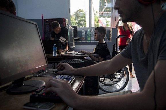 Dentro de las redes offline creadas en todo el país, el Dota 2 es uno de los juegos más populares debido a una de sus características: los jugadores tienen que desarrollar una estrategia de acción en tiempo real. (Fernando Medina / Cachivache Media)