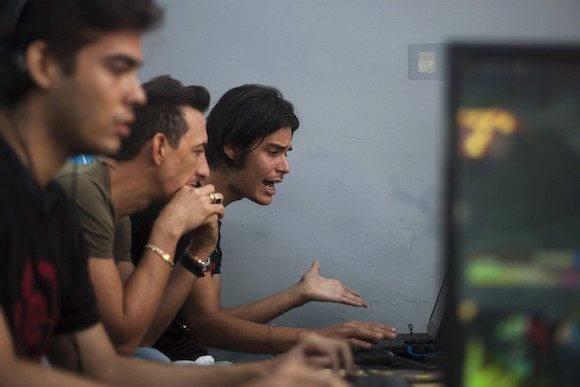 l trabajo en equipo es fundamental para derrotar la estrategia del rival durante una partida. (Fernando Medina / Cachivache Media)