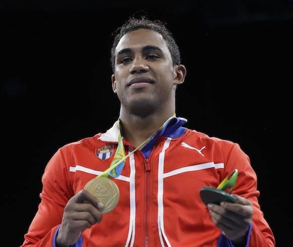 Medalla de oro para Arlen López. Foto: Frank Franklin II/ AP