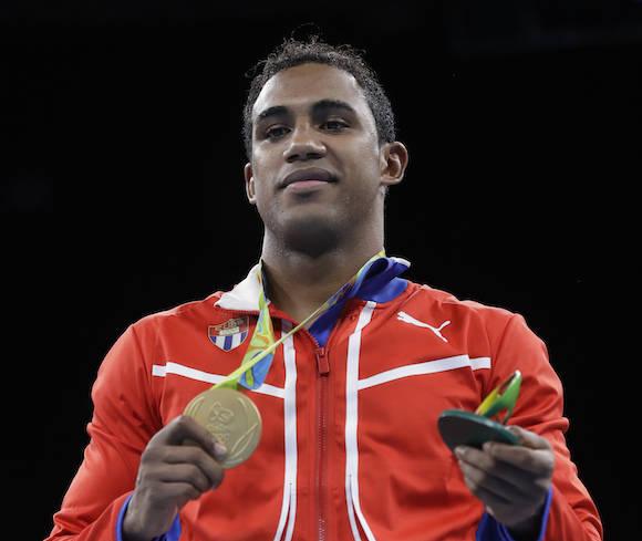 Cubano Arlen López no estará en la final de VIII Serie Mundial de Boxeo