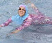 Según dicen quienes allí han estado, estas mujeres con burkina disfrutan mucho los baños de mar.