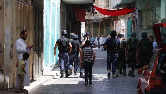 Miembros de las fuerzas de seguridad de Palestina patrullan una parte de Cisjordania en la ciudad de Nablus. Foto: Afp
