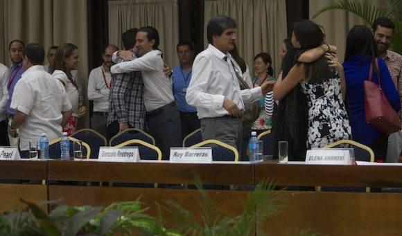 El gobierno de Colombia y las FARC anuncian el fin de las negociaciones con un histórico acuerdo por la paz. Foto: Ladyrene Pérez/ Cubadebate