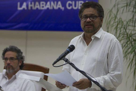 Iván Márquez. Al fondo, Rodolfo Benítez, el garante cubano. Foto: Ladyrene Pérez/ Cubadebate