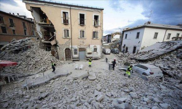Edificio destrozado en Amatrice. Foto: Massimo Percossi ANSA via AP