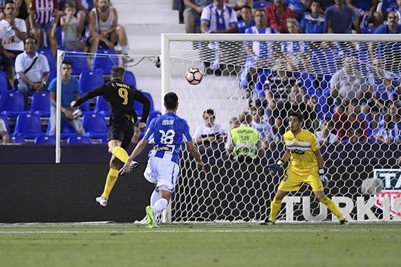 EL Niño Torres falla una opción clara en los postrimerías del encuentro. El Atlético ya había empatado 1-1 contra el Alavés. Foto tomada de Marca.