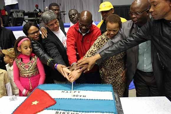 Celebran cumpleaños 90 del Comandante en Jefe, en Sudáfrica. Foto: PL.