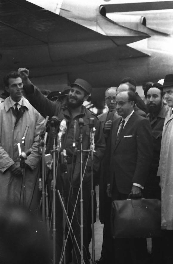 El Primer Ministro Fidel Castro Ruz denuncia ante la prensa internacional el secuestro del avion que regresaria a La Habana a la delegacion asistente a la XV Asamblea General de las Naciones Unidas (ONU), por contrarevolucionarios de origen cubano al servicio de la CIA y del gobierno estadounidense. Nueva York, Estados Unidos. Foto: Prensa Latina