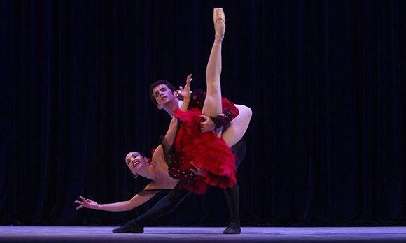 Ginnet Moncho y Adrián Masvidal, del Ballet Nacional de Cuba en Pax de Deux de Don Quijote. Foto: Ladyrene Pérez/ Cubadebate.