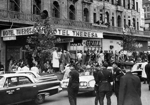 20 de septiembre de 1960. Vista general del Hotel Theresa, en Nueva York, en la 125 y 7ma ave., donde Fidel Castro se alojó. Foto: Ossie LeViness/NY Daily News Archive via Getty Images