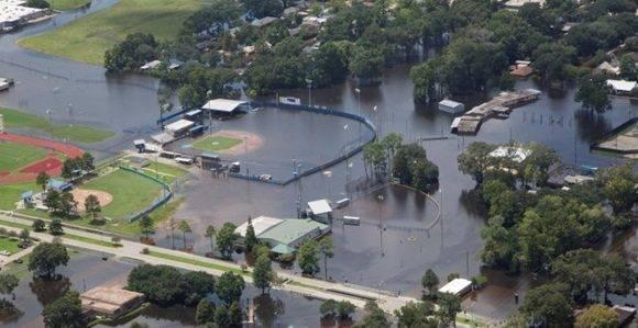 Un campo de béisbol inundado en Louisiana/REUTERS.