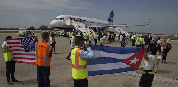 Llega a Cuba primer vuelo regular procedente de EE.UU. en 55 años