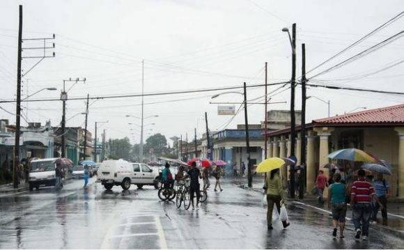 La capital pinareña, bajo las intensas lluvias de la Depresión Tropical número 9 de la actual temporada ciclónica, en Pinar del Río, Cuba, el 30 de agosto de 2016. Foto: Rafael Fernández Rosell / ACN