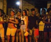 El público espera por ver a Madonna que llega a restaurante de Centro Habana. Foto: Ramon Espinosa/ AP