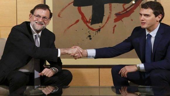 El presidente del Gobierno, Mariano Rajoy (i), y el líder de Ciudadanos, Albert Rivera (d).