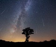 """Al fin llega la lluvia de meteoros más esperada del año: las Perseidas. Esta lluvia de estrellas, también llamada """"lágrimas de San Lorenzo""""."""