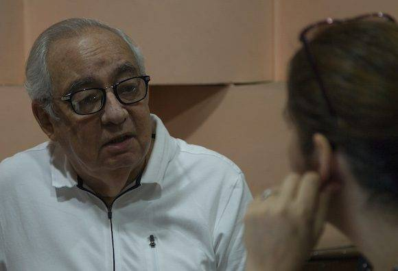 Conversando con Raúl Roa Kourí en el Estudio 1 de Radio Rebelde. Foto: Ladyrene Pérez/ Cubadebate