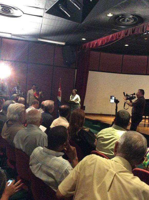 Rectora de la UCI, Miriam Nicado, en presnetación del sitio Fidel Soldado de las Ideas. Foto: María del Carmen Ramón/ Cubadebate.