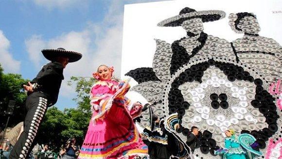 México superó la anterior marca, impuesta apenas el mes pasado en Calgary, Canadá, con 2.036 sombreros de vaquero, informaron los organizadores.