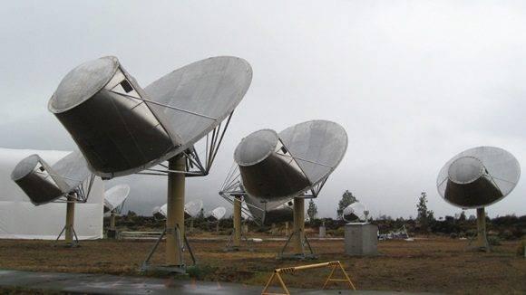 """En el sitio web Centauri Dreams, Paul Gilster explica que el radiotelescopio ruso RATAN-600, ubicado en Zelenchúkskaya (Karacháyevo–Cherkesia, Cáucaso Norte ruso), detectó la señal por primera el 15 de mayo de 2015 e insiste en que, aunque """"nadie está diciendo que sea obra de una civilización extraterrestre"""", el asunto es """"digno de más estudio"""". Por su parte, el astrónomo Seth Shostak, del SETI, apunta que la señal podría estar causada por fuentes naturales o, incluso, por alguna interferencia terrestre."""