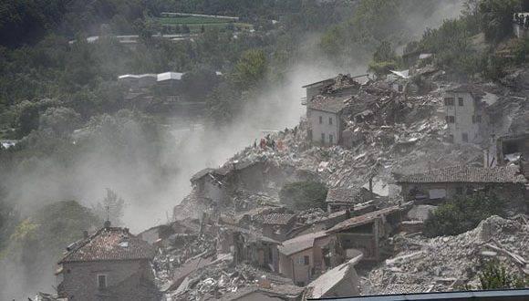 El terreomoto causó centenares de fallecidos y significativos daños materiales en Italia. Foto: Archivo.
