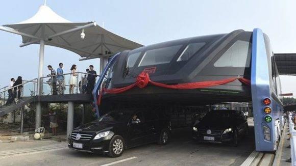 Tiene espacio para 300 pasajeros, mide 22 metros de largo, 4,8 de alto y 7,8 de anchura. Foto: AP.