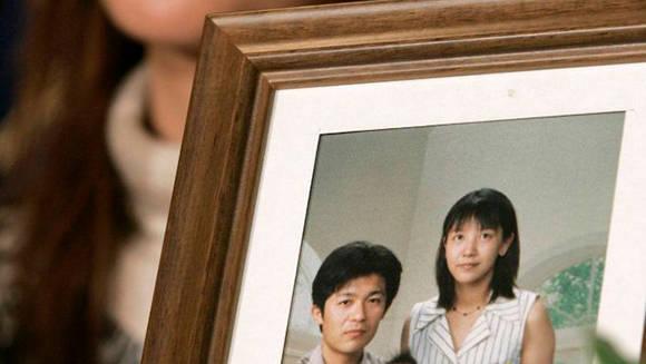 La viuda de un empleado que falleció por exceso de trabajo. Foto: Reuters.