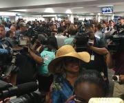 Cobertura de prensa de la inauguración de vuelos regulares entre Cuba y Estados Unidos. Foto: twitter José Ramón Cabañas.