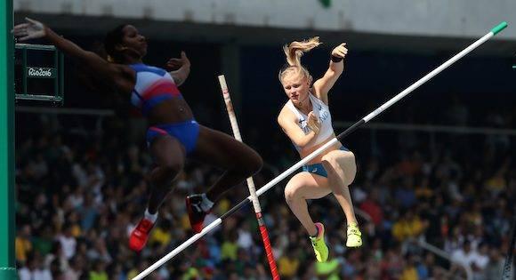 Yarisley Silva, de Cuba, y la finlandesa Wilma Murto en la ronda clasificatoria. Foto: Lee Jin-man/ AP