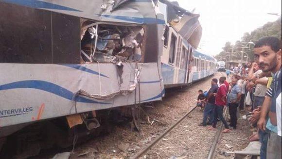 Dos trenes de pasajeros chocan frontalmente este sábado cerca de la ciudad de Boudouaou, en Argelia. Foto: @ennaharonline