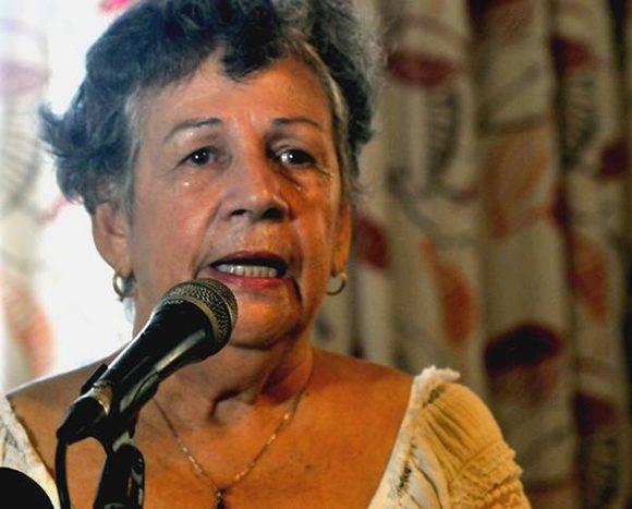 La escritora Acela Canet, interviene durante el acto homenaje por el XIX Aniversario del asesinato del joven italiano, Fabio Di Celmo, en el Hotel Copacabana, en La Habana, Cuba, el 4 de setiembre de 2016. ACN FOTO/ Oriol de la Cruz ATENCIO/ rrcc