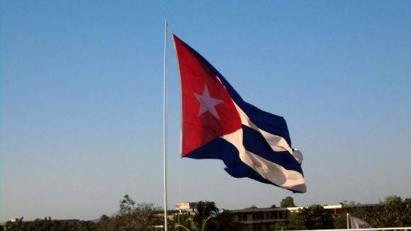 Bandera cubana del Hotel Pernik. Foto Msc. Rafael Emilio Ramirez Batista Director UEB GET Holguin / Cubadebate