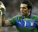 Italy's goalkeeper Gianluigi Buffon reacts during the penalty shoot-out at their Euro 2012 quarter-final soccer match against England at the Olympic Stadium in Kiev, June 24, 2012. REUTERS/Tony Gentile (UKRAINE  - Tags: SPORT SOCCER)
