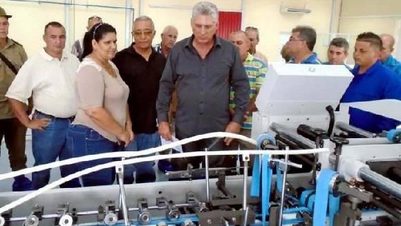 Destaca Díaz-Canel importancia de fábrica de envases en Pinar del Río