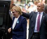 Clinton partió del evento anual dedicado a las víctimas del 11 de septiembre, después de que se sintió acalorada y estuvo a punto de desmayarse. Foto: AP.