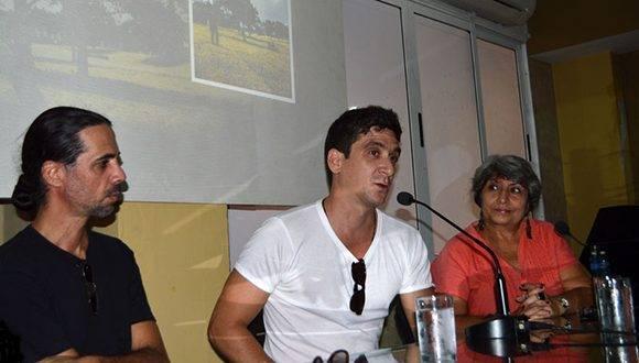 Luis Durán productor, David Blanco y Marianela Dufflar, en la presentación del disco, Vida Libre. Foto: Abel Juliá.