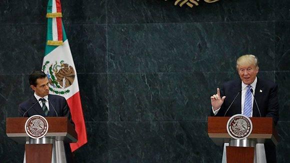 Trump sí accedió a visitar México. En la imagen junto al presidente Peña Nieto. Foto: Henry Romero/ Reuters.
