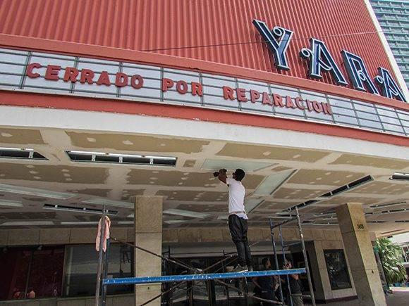 El portal del Yara ahora tendrá una nueva iluminación. Foto: Cinthya García/Cubadebate.